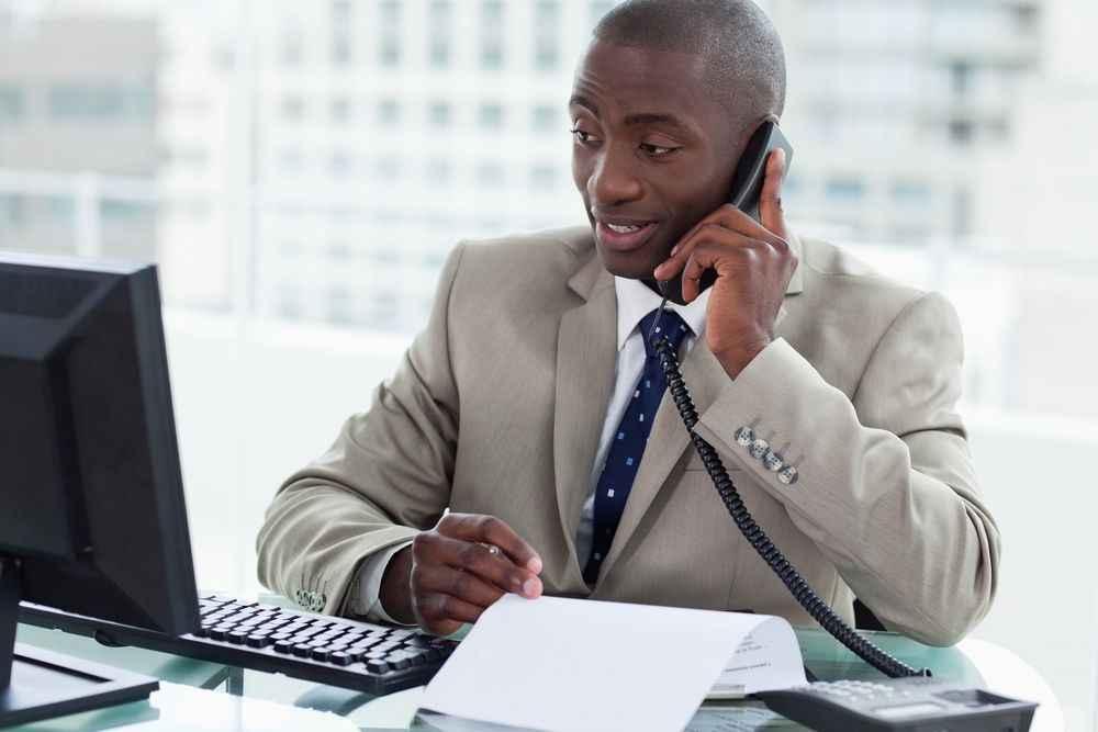 4 dicas para economizar na fatura de telefone móvel e fixo