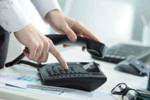 Telefone com ramais: entenda como ele facilita atendimentos