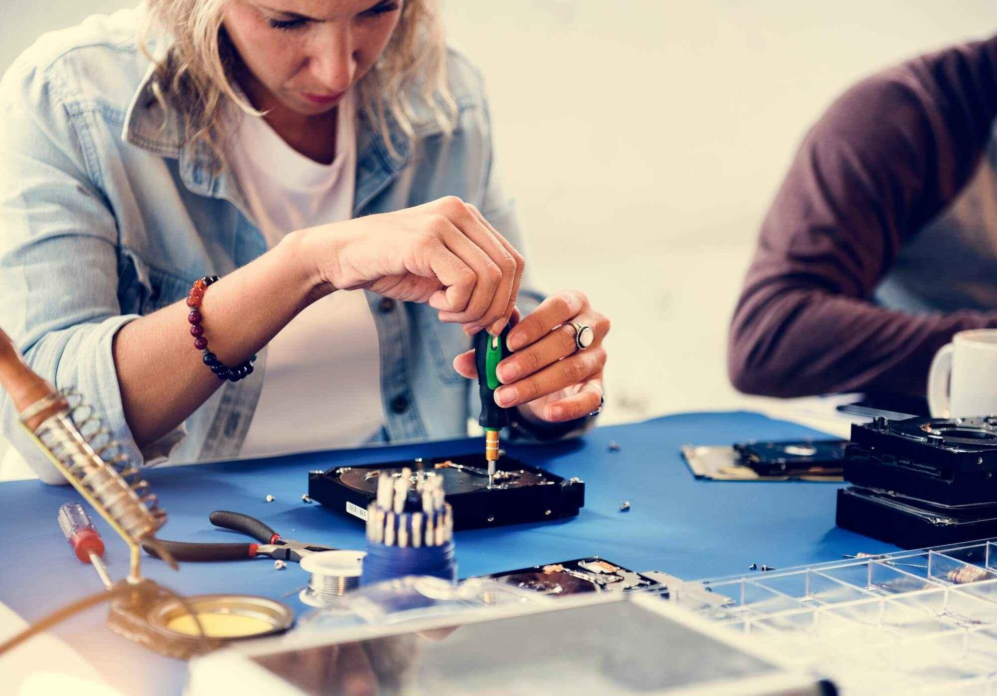 Como a empresa pode gastar menos com a manutenção de equipamentos?