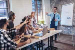 Como fazer uma boa gestão de equipe de vendas? Confira aqui