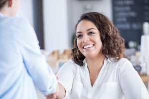 Como contratar bons funcionários? Veja estas 5 dicas essenciais