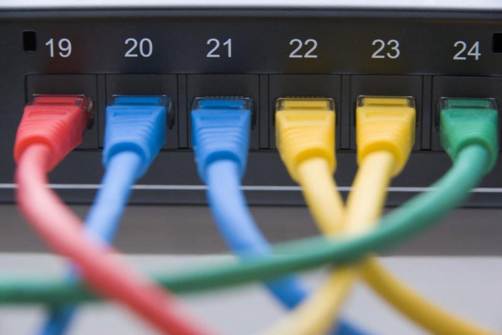 Qual a diferença entre hub, switch e roteador?